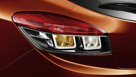 2009-renault-megane-coupe-tail-light